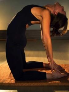 Leticia Cavichioli Yoga, ustrasana, asana, Campinas, professora, personal trainer